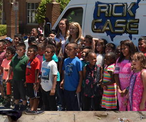 Chesney Elementary celebrates use of summer bookmobile from Rick Case