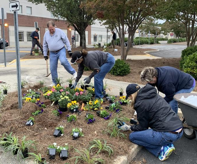 Phoenix community gathers to beautify campus during GDOS