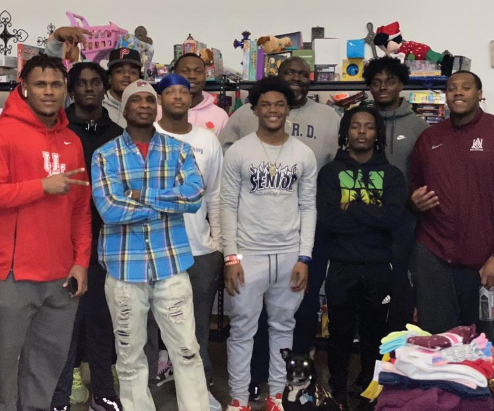 South Gwinnett athletes deliver holiday gifts through annual toy drive