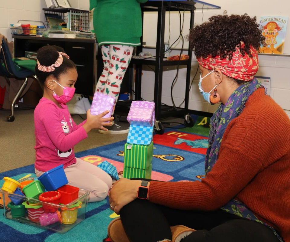 Kids, parents try learning as a family activity through Gwinnett County Public Schools' Play 2 Learn program