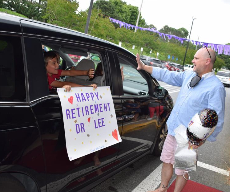 Chattahoochee Elementary School throws party, drive-by parade to celebrate retiring principal Jeff Lee